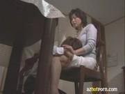 朝から息子のチンポを手こキしてあげるjukujyo動画像無料
