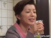 母と息子が夜な夜なセックスするいけない関係動画