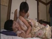 昼寝しているお母さんに悪戯する息子のいけない関係動画像無料