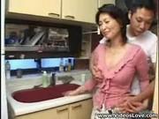 変態息子に迫られて嬉しくなる五十路淫乱熟女母のいけない関係動画